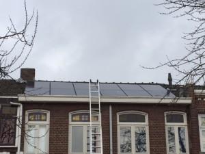 Plaatsen en installeren van 12 zonnepanelen